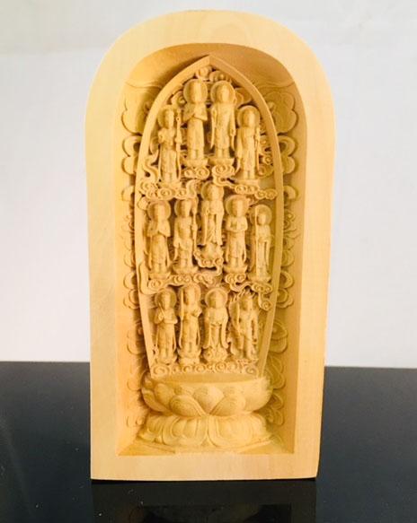 日々拝するご仏壇に安置できる木彫りの十三仏 智拳印 ちけんいん を結ぶ大日如来を中心に十三の仏様が持物を携え 手数料無料 個性的なお姿で佇みます 黄楊一杢彫り 十三仏 すぐに使える10%OFFクーポン 日本産 送料無料