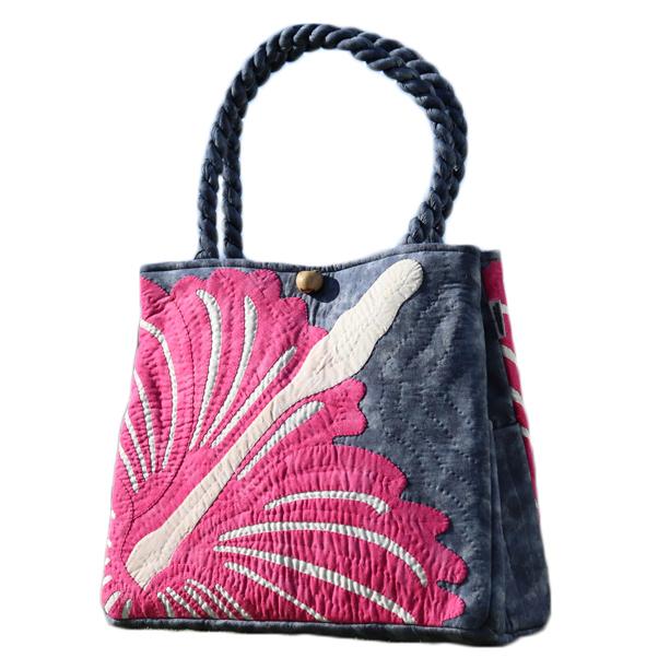 最高品質のハワイアンキルトバッグです ハワイアンキルト 迅速な対応で商品をお届け致します 新スタンダード 国際ブランド バッグ リアルハイビスカス Sピンク オン デニムブルー サザンフォレストのむら染め本格ハワイアンキルト