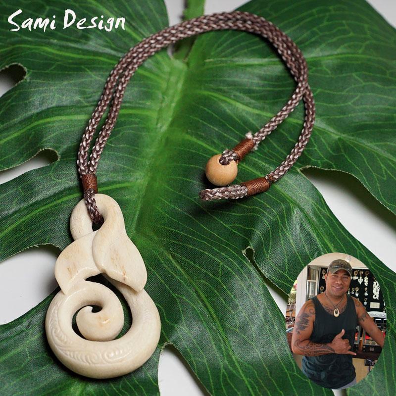 ボーンカービング ネックレスSami Design 1点モノ【再入荷無し】Tail・Vortex フィッシュフック ハワイの伝統的貴重な素材の骨天然素材を使っているため、傷などありますが、それが風合い、神々しい風合いを出しています!