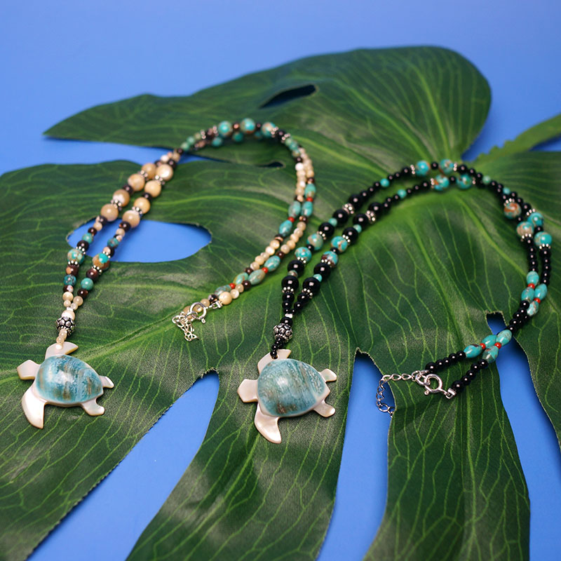 フィッシュフック ハワイアンジュエリーフィッシュフック 夜光貝のホヌ・ペンダント(天然石)メイドインジャパン※1つの価格です。ご希望のカラー・デザインをお選びください♪