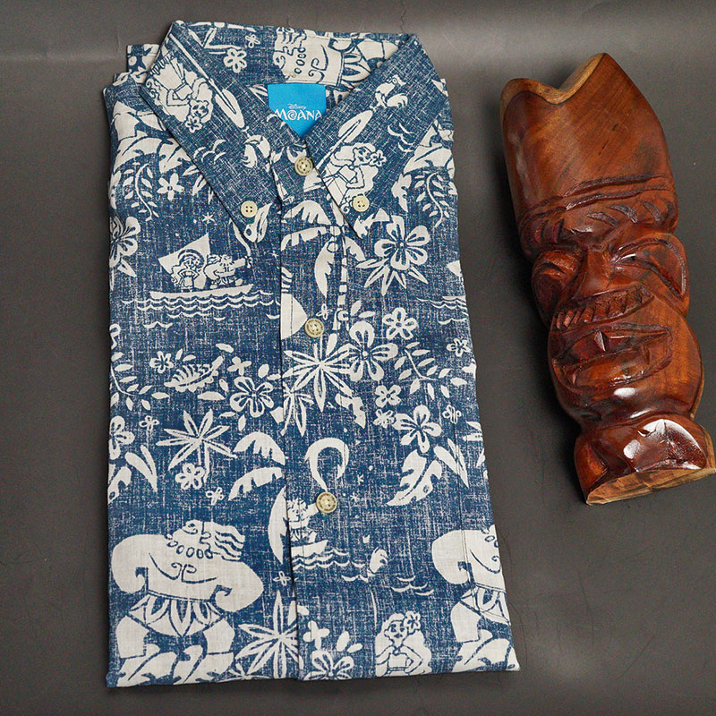 0db90aa3 A Hawaiian shirt of the collaboration with Disney movie Moana (モアナ) which featured  the ...