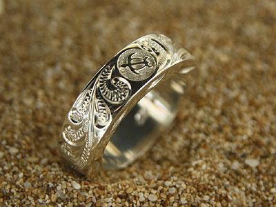 ハワイアンジュエリー 伝統の手彫りリング 男性的な力強さをイメージしたリングです 指輪 リング リングリングが通常より厚く フラットタイプの為 ストロング ホヌ 1サイズ大きいものをオススメ 春の新作続々 おしゃれ