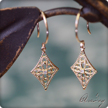 (RERALUy)ダイヤモンド ピアス レディース 女性 アクセサリー 揺れる菱形のレースが可愛い 0.01ct ダイヤモンドピアス (K18 18kゴールド18金イエロー) rer515453