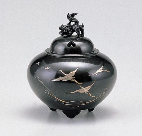 【 高岡銅器 】伝統美 香炉 「 平丸獅子蓋・鶴 」銅製・焼青銅色 桐箱付 134-55