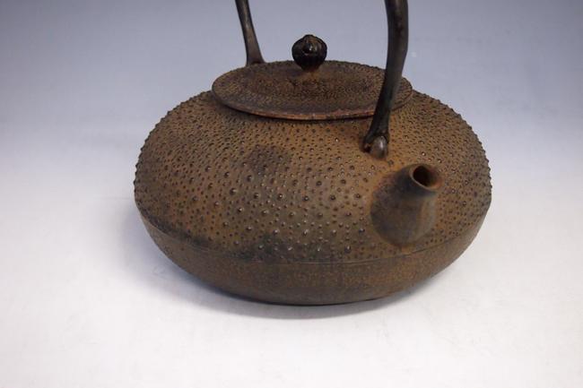 스 즈 끼 盛久 작 거북이 霰이 불 모양 쇠 주전자 1.4 L 오래 된 쇠 주전자 htb22