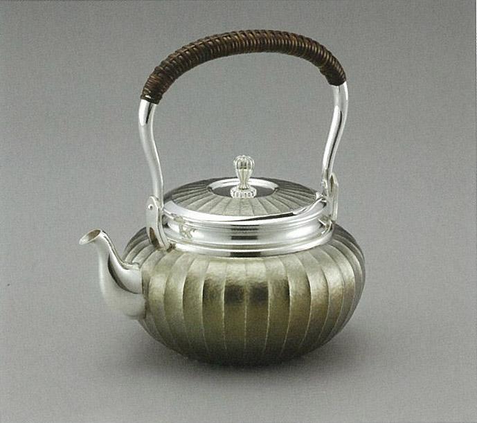 【日本製・証明書付き】純銀 湯沸 光彩 立筋 鎚目 5寸 金古美仕上 obg-n038