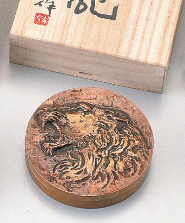 和風小物 朱肉入「獅子吼(小)」 銅製 北村西望作 桐箱入