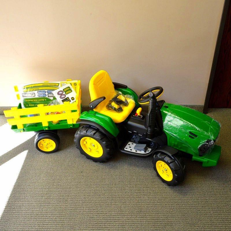 【組立要】ペグペレーゴ トラクター 12Vバッテリー付電気自動車 対象年齢3才~7才 電動カー Peg Perego John Deere Ground Force 12-volt Tractor IGOR0039