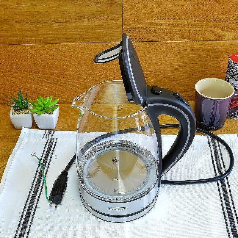 Black 1.7-Liter Brentwood Appliances KT-1900BK Tempered Glass Tea Kettles