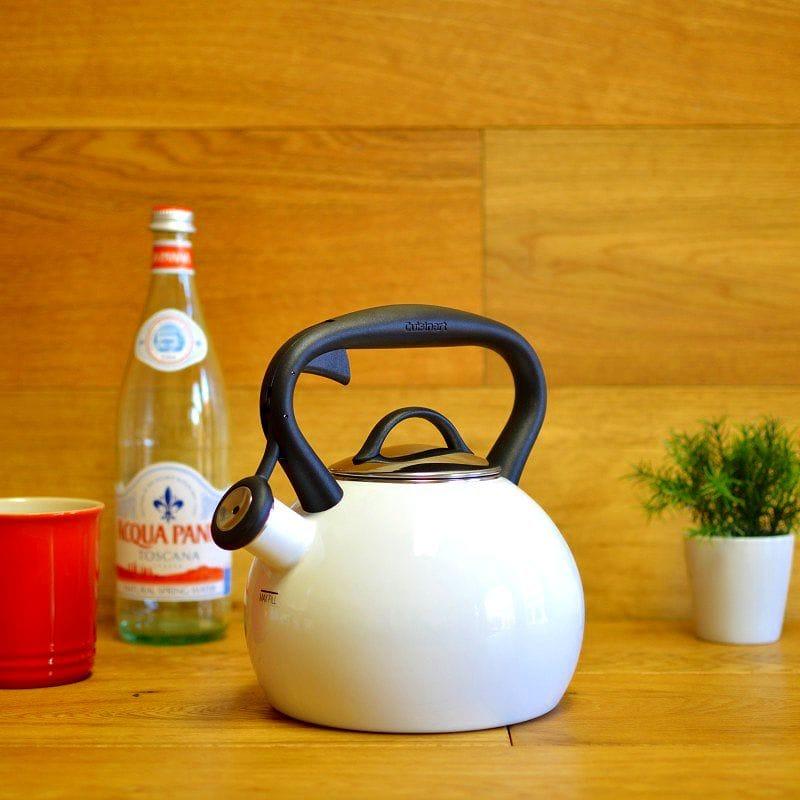 クイジナート ホーロー笛吹きケトル 2L 白 Cuisinart Valor 2 Qt. Tea Kettle - White CTK-EOSTRW