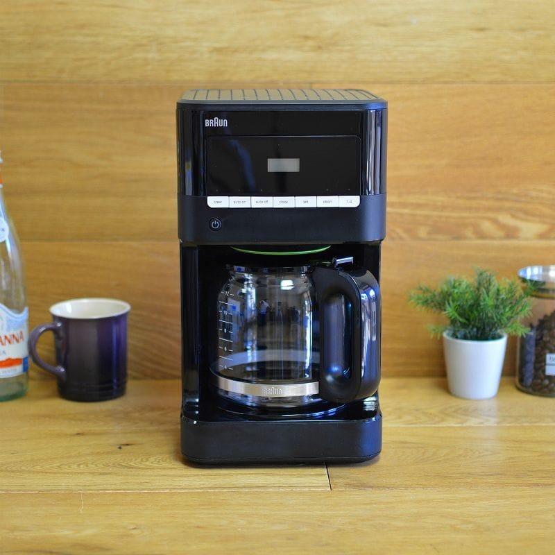 ブラウン コーヒーメーカー 12カップ デジタル プログラム Braun KF7000BK Brew Sense Drip Coffee Maker, Black 家電