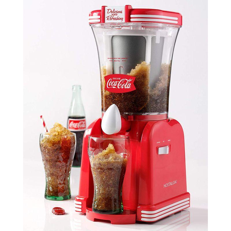 コカコーラ ノスタルジア レトロシリーズ フローズン ドリンクメーカー Nostalgia RSM650COKE 32- Ounce Slush Drink Maker 32 oz. Coke Red 家電