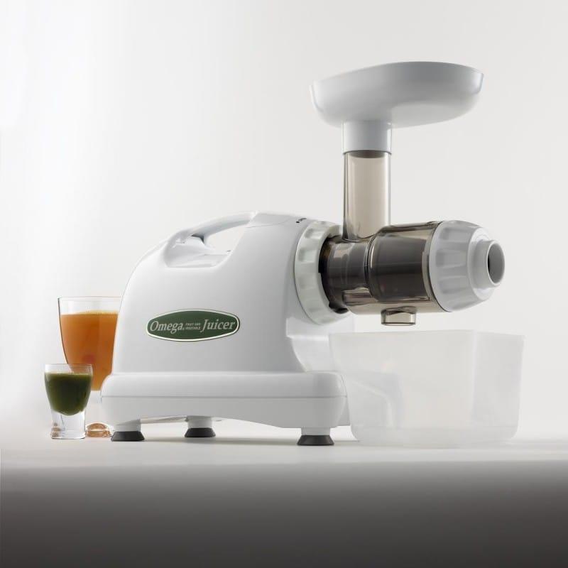 オメガ スロージューサー ホワイト Omega J8004 Nutrition Center Commercial Masticating Juicer, White 家電