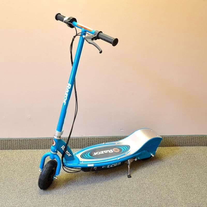 レーザー電動スクーター Razor E200 Electric Scooter