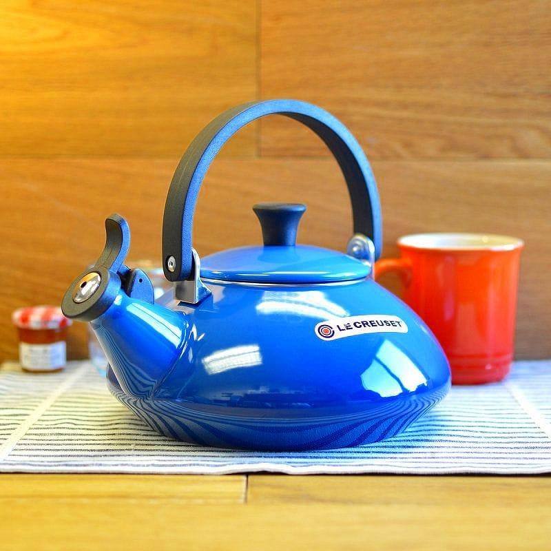 ルクルーゼ ゼン 笛吹きケトル やかん マルセイユブルー 青 1.5L Le Creuset Zen Enamel-On-Steel Kettle, Marseille Blue