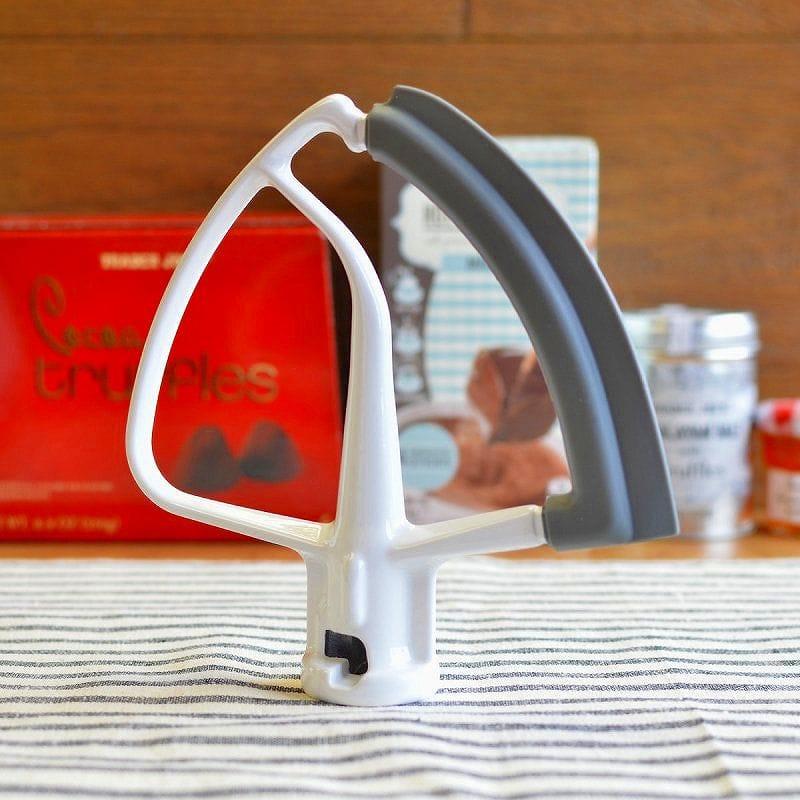 キッチンエイド スパチュラ付ビーター 食洗機対応 4.5/5クォート チルトヘッドタイプ スタンドミキサー用 KSM150に適合 KitchenAid 5-Qt. Scraper Bowl Attachment Beater KFE5T