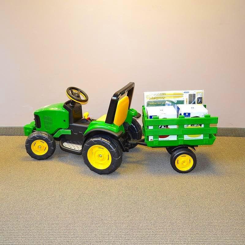 【組立要】ペグペレーゴ ファームパワー グリーン 緑 子供用電気自動車 対象年齢3~7歳 12V 電動カー Peg Perego John Deere Farm Power with Trailer IGOR0050