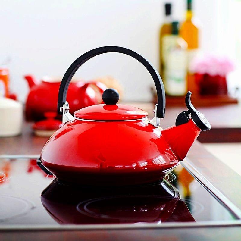 ルクルーゼ ゼン 笛吹きケトル やかん レッド 赤 1.5L Le Creuset Zen Enamel-On-Steel Kettle, Red