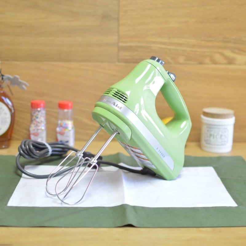 キッチンエイド ハンドミキサー 5スピード切替 グリーンアップル KitchenAid KHM512GA 5-Speed Ultra Power Hand Mixer, Green Apple 家電