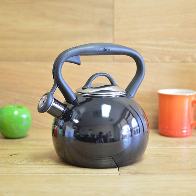 クイジナート ホーロー笛吹きケトル 2L 黒 IH対応 Cuisinart Valor 2 Qt. Tea Kettle - Black CTK-EOSTRBK