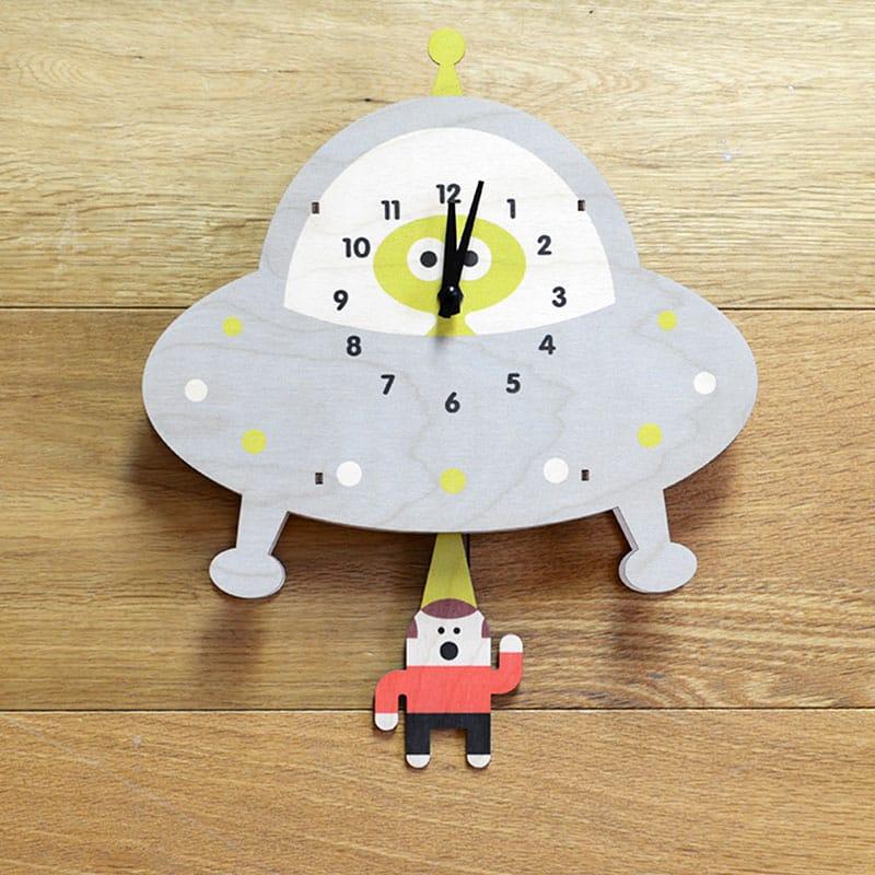 ウォールクロック 木製 振り子時計 壁掛け時計 UFO 宇宙人 Modern Moose Saucer Pendulum Wall Clock