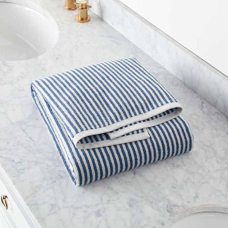 送料無料 バスタオル ストライプ柄 実物 69×140cm オーガニックコットン ポルトガル製 贈与 Hemi Organic Blue Bath Exclusive Towel Stripe Barrel Crate and