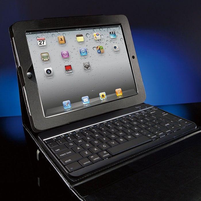 ブルートゥース キーボード ポートフォリオケース付 Bluetooth Keyboard with Portfolio Case for iPad (3rd generation) and iPad 2 Tablets