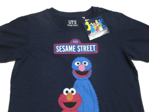 a4a447a00 amax: UT Uniqlo Sesame Street Elmo T-shirt WOMEN medium size ...
