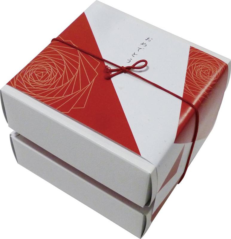 10個10800円のみ「おめでとう」ギフト!ご挨拶ギフト!豪華な紅白をイメージしたBOX!メッセージ付きのし付き商品!今治ハンドタオル1枚【送料無料】引き出物出産祝母父の日敬老の日お年賀・卒業入学等各種イベント粗品