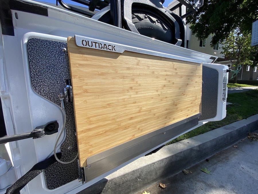 アメ車 ジープ 海外直送品JL 新型ラングラーテーブル 室内 ラック Jeep RBAリボン2個オプション テーブル 送料無料 バンブー 誕生日/お祝い Adventuresアウトバックアドベンチャーテイルゲート OUTBACK お買い得品