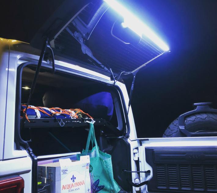 アメ車 ジープ 海外直送品 送料無料LED テールゲートインストール動画公開中 テイルゲートガラス JL カーゴライトジープ LEDライト ラングラー JEEP JK 出荷 お気に入り
