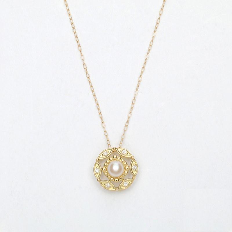 ダイヤをあしらったリーフ型のモチーフがパールを囲む 花のように美しいネックレス K10アコヤ真珠ペンダントPN6 qikara 送料無料 パールネックレス 公式 ギフト 買取 真珠ネックレス