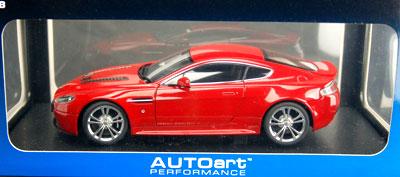 ダイキャスト・モデルカー 1/18 アストンマーチン V12 ヴァンテージ 2010 (レッド)[オートアート]《取り寄せ※暫定》