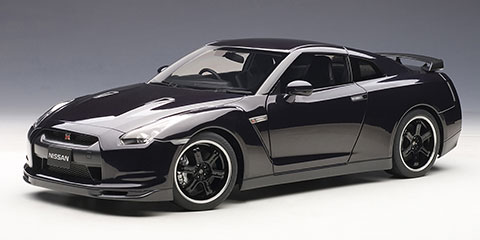 1/12 Signature Series Nissan GT-R (R35) Spec V (Ultimate Opal Black)(Back-order)(1/12 シグネチャーシリーズ ニッサン GT-R (R35)スペックV (アルティメイト オパール ブラック))