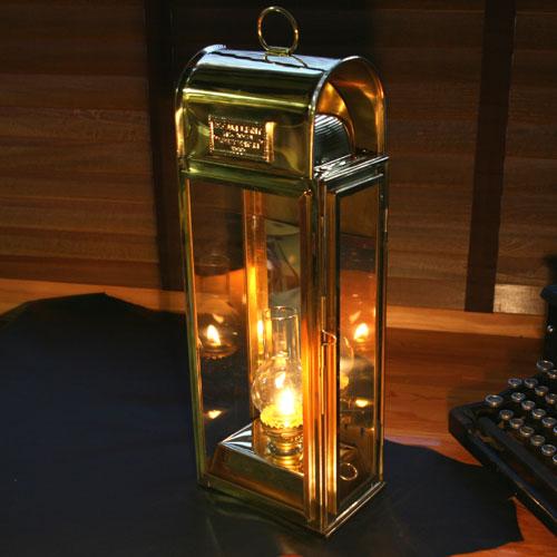 【E.Thomas & Williams】 真鍮のこだわり灯油ランプ 英国製 ボッスンランプ 室内用 優雅なひとときをお愉しみ戴けます プレゼントに最適です!