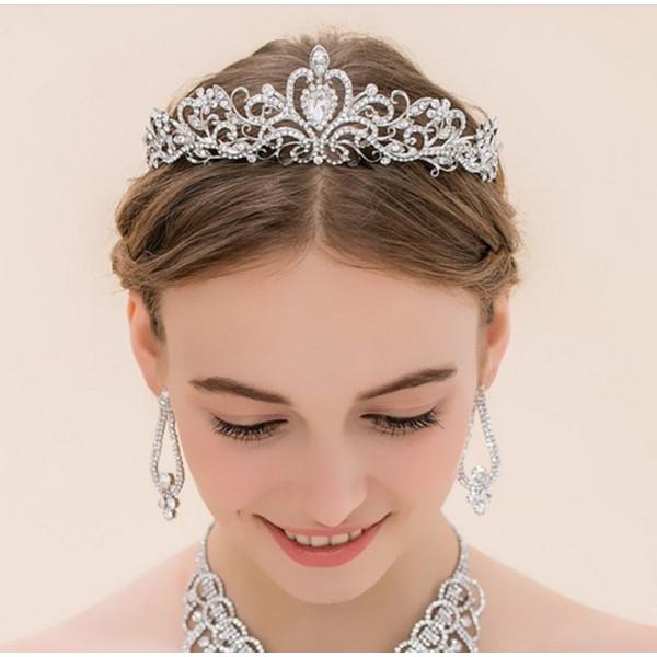 当店一番人気 3タイプ選べます キラキラティアラウェディング 結婚式にぴったりアクセサリー 華やかに演出 送料無料(一部地域を除く) 単品 ブライズメイド キラキラティアラ ☆