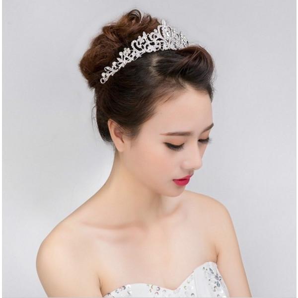 ウェディングドレス用ティアラおすすめ10選!種類別似合う髪型