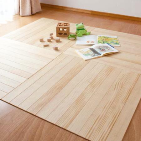 自然素材 天然木 展示場にも使われる程の良質な無垢の床材がお手軽に結露から床を守る 送料無料お手入れ要らず ふとんの下敷きにウッドカーペット フローリングカーペット フローリングマット 送料無料 賃貸OK 約畳1帖分 全国一律送料無料 2枚入 お部屋に無垢のぬくもり 無垢 天然木のウッドマット6.5mm×82.5cm×82.5cm 1.36平米 パイン