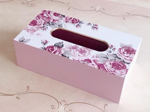 優しく温もりのある木製素材にエレガントなピンクローズが素敵なティッシュボックスケース 生活感の出やすいティッシュもオシャレなインテリアになります ティッシュボックスケース ルーシー 薔薇雑貨 姫系雑貨 正規逆輸入品 ローズ雑貨 ティッシュケース インテリア雑貨 小物入れ 売り込み