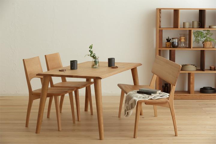 [送料無料][フォレスト-Forest-140]天然木レッドオーク材使用した質感溢れるシンプルデザインのダイニングテーブル。ナチュラルテイストのお部屋や、北欧スタイルのお部屋まで幅広くコーディネイトしやすい食卓となっています。