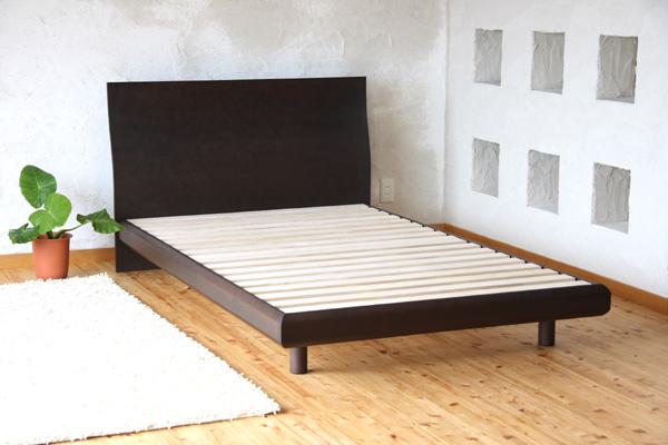 [送料無料]天然木タモ材化粧合板仕上げで、天然木の表情と風合いを活かした美しい仕上げと、優しいカーブデザインでお部屋に自然になじむスタイルの木製ベッド!ベッドでくつろぐためのフレームデザインも特徴的♪[NEW Grande/BR/Q/F]