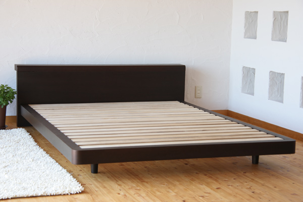 [ただいま送料無料!]天然木の表情と風合いを活かした美しい天然木ウォールナット化粧合板仕上げと北欧デザインのシンプルスタイル木製ベッド!ベッドでくつろぐためのフレームデザイン♪ダブル・フレームのみ[Renon/BR/D/F]