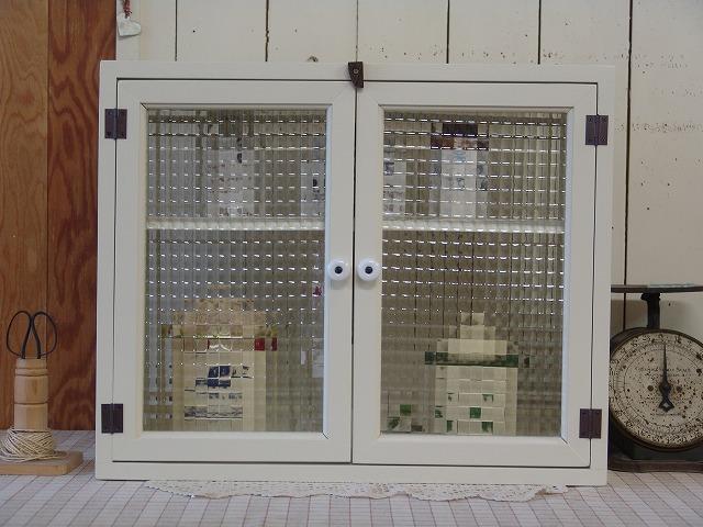 アンティークホワイト フランス製チェッカーガラスのキャビネット・開閉クリット仕様(55×25×45cm)(ニッチ用埋め込みタイプ) 受注製作
