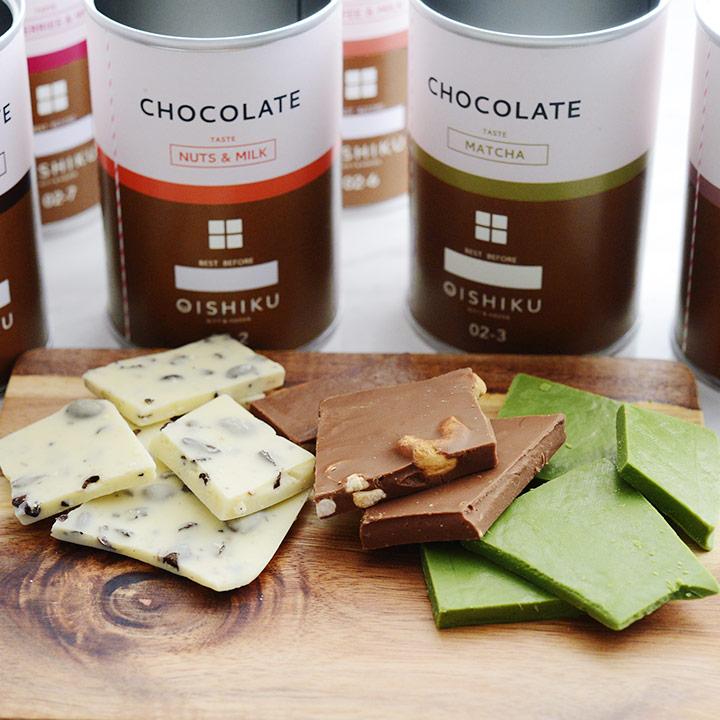 割れチョコ入りのチョコレート缶