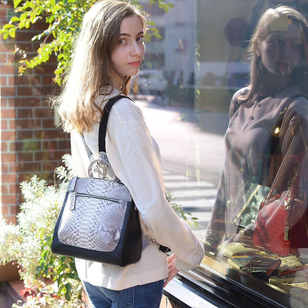 【送料無料】リュック パイソン 牛革 レディース バッグ  ミニバッグ おしゃれ かわいい アラフォー アラサー 女性用 高級 新作