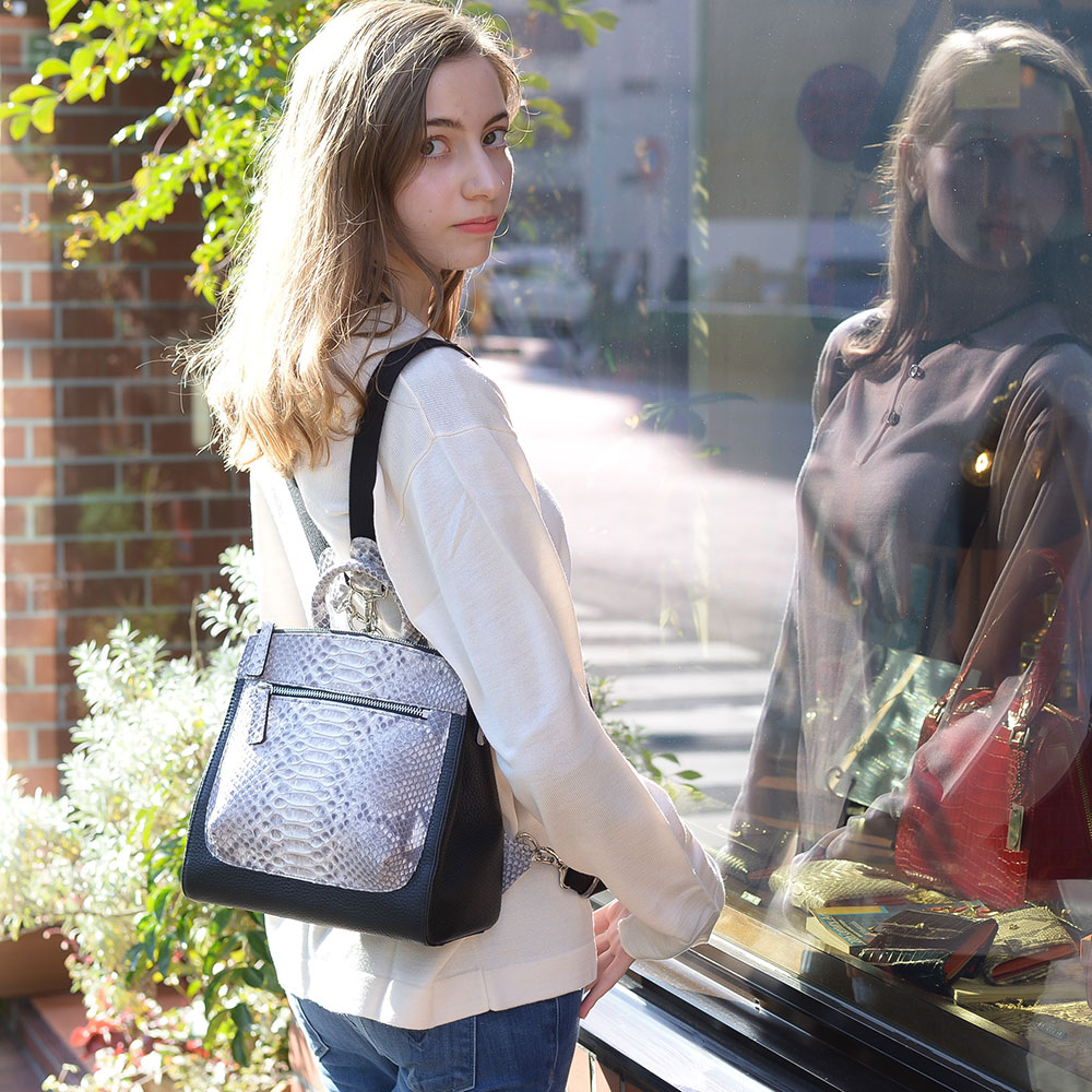 fdbec68dec9a リュック パイソン 牛革 バックパック レディース バッグ ブランド品には負けません 通勤 おしゃれ かわいい 軽量 マザーバッグ 高級 新作