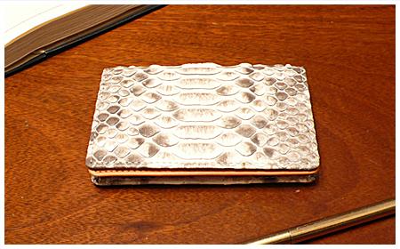 ANGIE the cat『ピンキー』パイソンの名刺入れ カードケース 裏地はオレンジの牛革 男性用 女性用共に。【送料無料】 アンジーザキャット