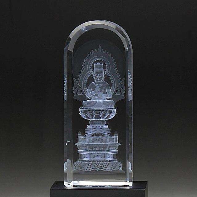 最新のレーザー光線技術でクリスタルガラスの中に仏像を彫刻し 台座からのLED照明によりカラフルで立体的な癒しの仏像が浮かびます 仏具 仏像 クリスタル 癒しの仏像 LED照明台座付 賜物 DB-3 真言宗 大日如来 市販