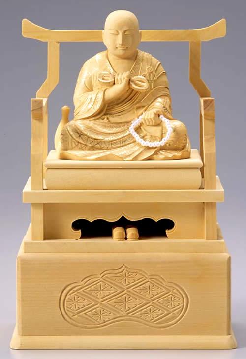 オープニング 大放出セール 仏壇 特価キャンペーン 仏像 真言宗で用いる柘植製の弘法大師像 2寸 です 柘植製 適合宗派:真言宗 2.0寸 弘法大師