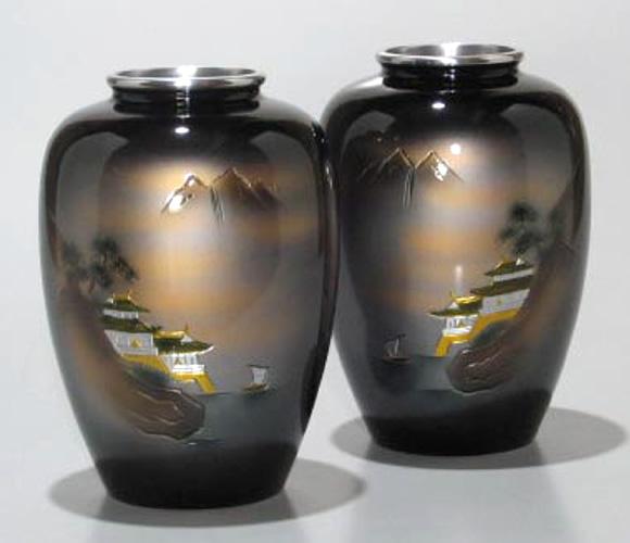 仏壇用花瓶|アルミ製花瓶 太夏目型山水彫金7号(一対)